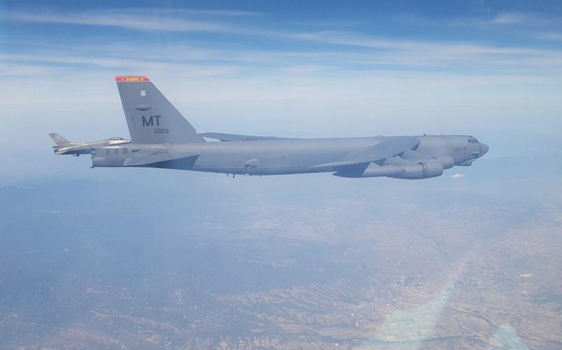 ΑΜΕΡΙΚΑΝΙΚΑ B-52 ΜΕ ΕΛΛΗΝΙΚΑ F-16